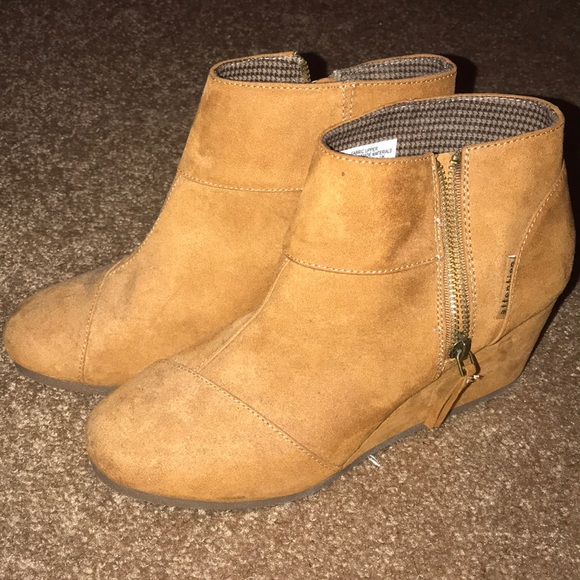f43555ee063d attention Shoes - Tan suede wedge ankle boots